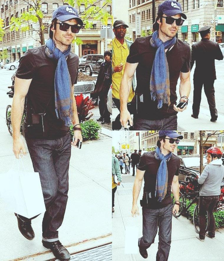 Ian dans les rue de New York. | Le 07 mai 2012.