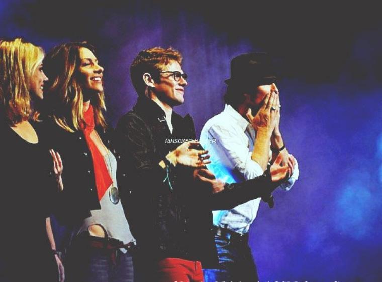 Ian a la convention BloodyCon en Allemagne avec Dawn Olivieri et Zach Roerig. | Le 8 juin 2012.