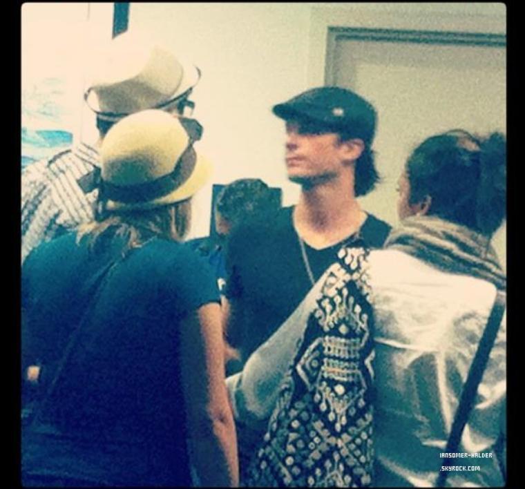 Ian et Nina à l'aéroport de Fort Lauderdale à Hollywood. | Le 04 novembre 2012.