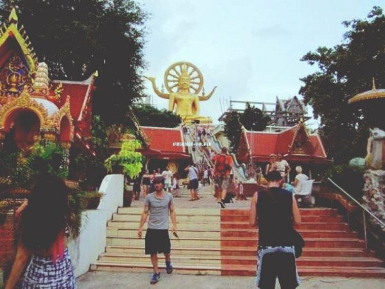 Première photo de Ian lors de son passage en Thailande avec Nina pour le nouvel an.  | Pas de date.