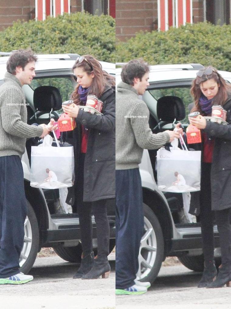 Ian et Nina ce promenait en famille dans les rues de Toronto. | Le 31 mars 2013.