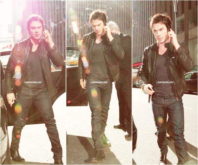 Ian était dans les rues de New-York ou il a posé avec des fans. | Le 13 mars 2013.