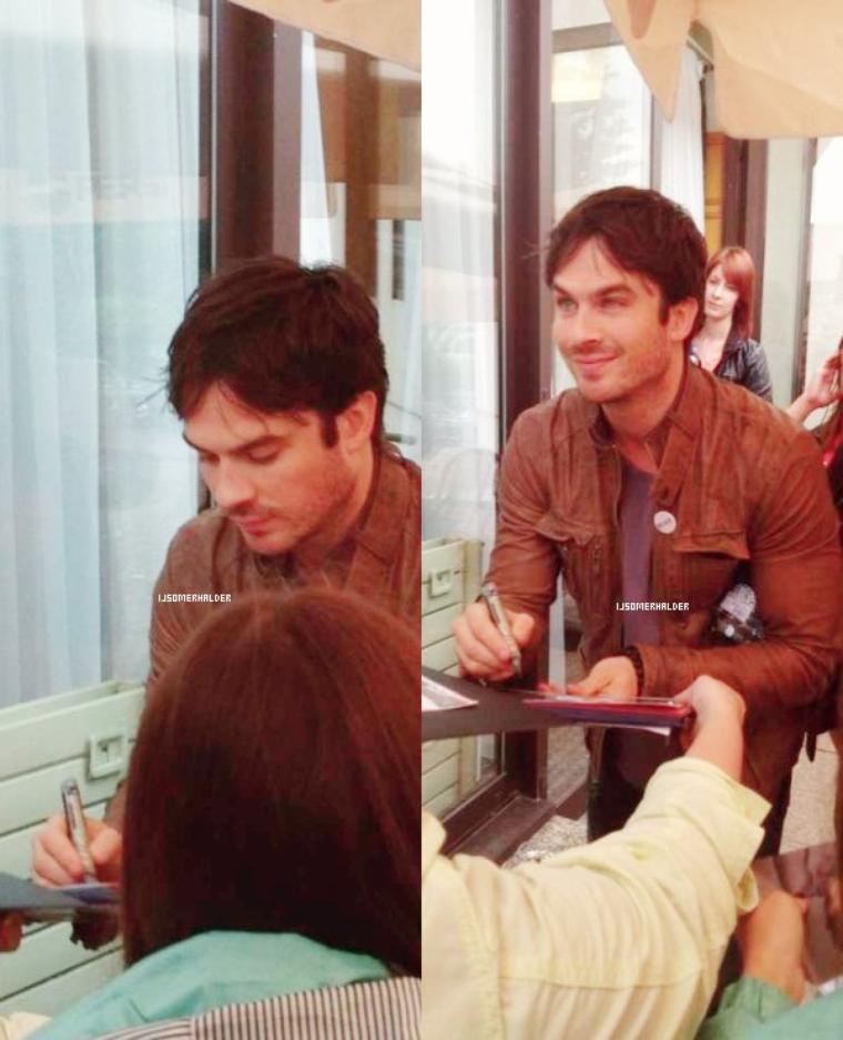 Ian sortant de son hotel à Moscou, lors d'un talk show et en y sortant. | Le 27 mai 2013.