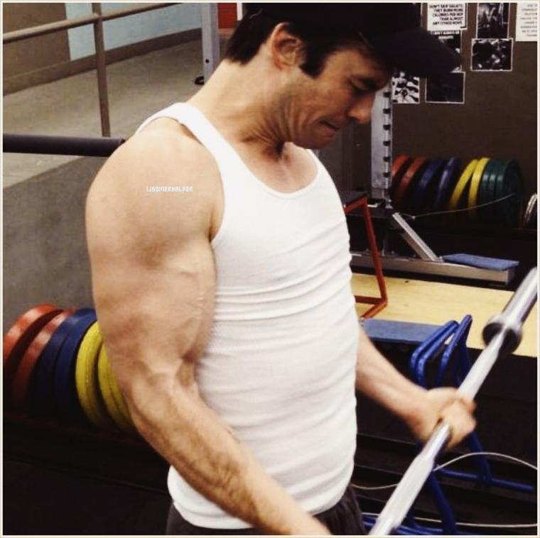 Ian s'entrenant dans une salle de sport ce matin (poster par son entraineur). | Le 25 octobre 2013.