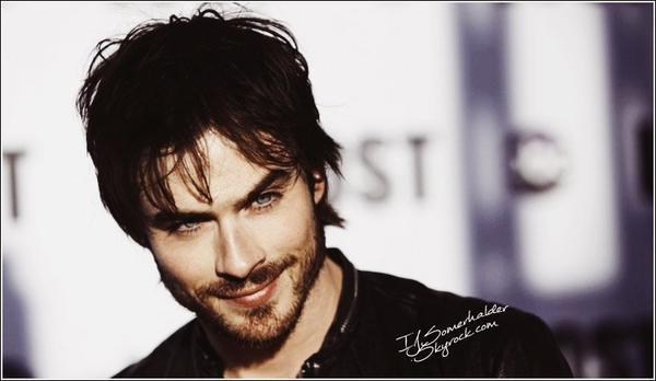 Ian parmi les 50 personnalité les plus populaires selon JustJared | En 2013.