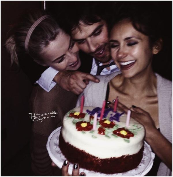 Ian fêtait l'anniversaire de Nina avec Julianne Hough (meilleure amie de Nina). | Le 09 janvier 2014.