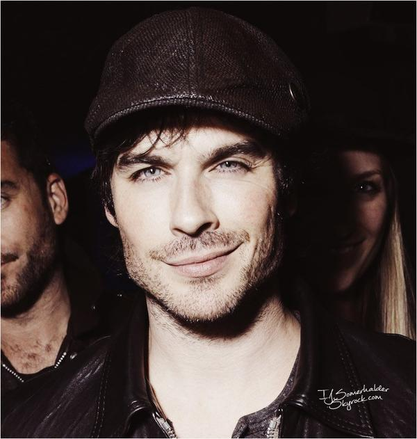 "Ian à la soirée ""while attending the Treats"". 