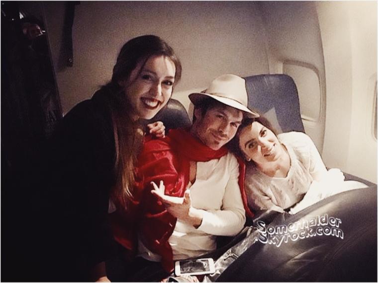 30 Novembre ->Ian et Nikki avec une fans dans un avion.