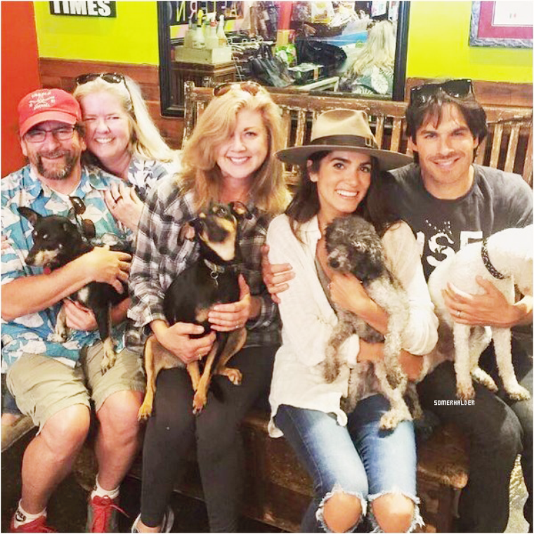"Ian et Nikki ont visité le magasin ""Bark N' bitches"" à Los Angeles le 10 mai."