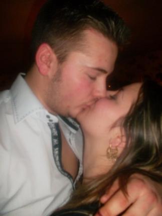 « Un baiser vaut une parole, alors vient ici que je te fasse un long discours.» ♥