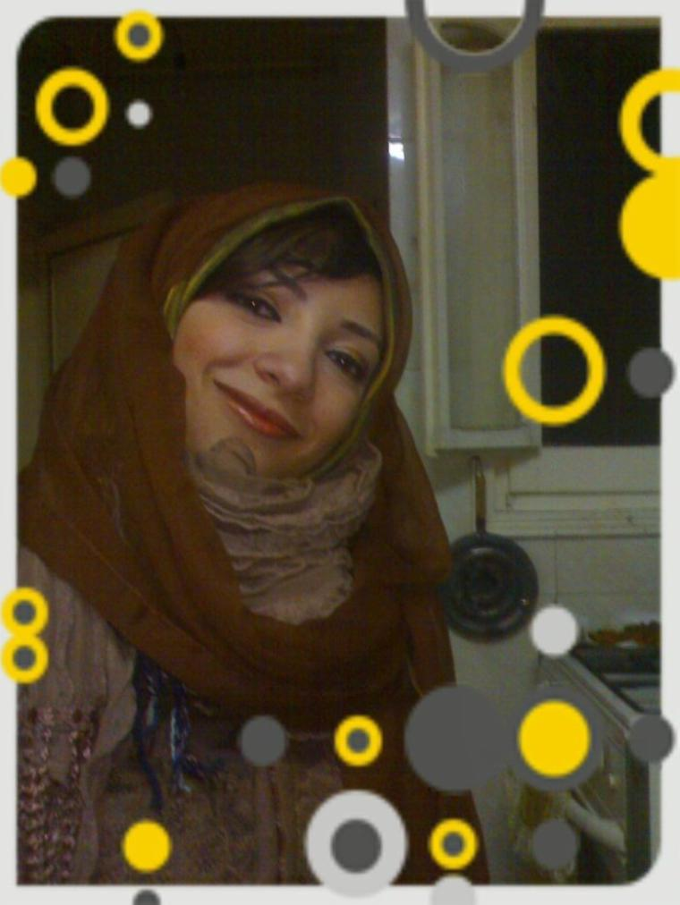 مي أمال فهمي الشريف عاهرة مصرية  تمتهن مهنة الدعارة بحي السيدة زينب خلف عمارة ريري