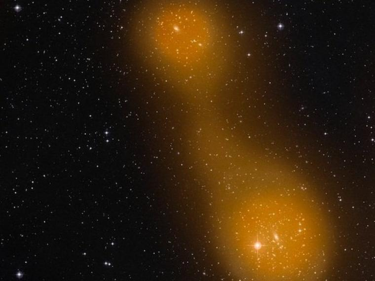 Pont de gaz entre 2 amas de galaxies