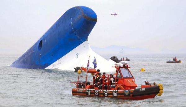 TRISTE ANNIVERSAIRE UN AN DEJA :le 16.04.2014    Naufrage d'un ferry en Corée du Sud : au moins 6 morts et près de 280 disparus