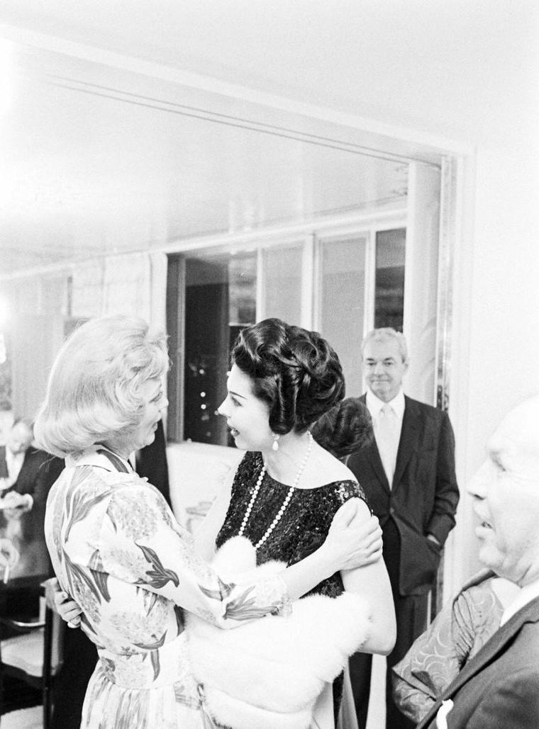 """Eleanor POWELL fait son """"show"""" à Las-Vegas en 1961 sous l'oeil du photographe Ralph CRANE."""