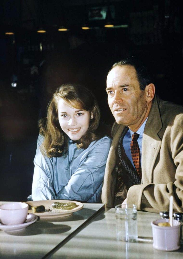 Un père et sa fille : Henry FONDA et Jane en 1959 sous l'objectif de Leonard McCOMBE.