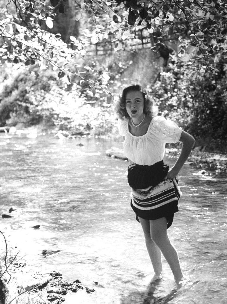 Donna REED vue par Bob LANDRY en Avril et Juin 1946.