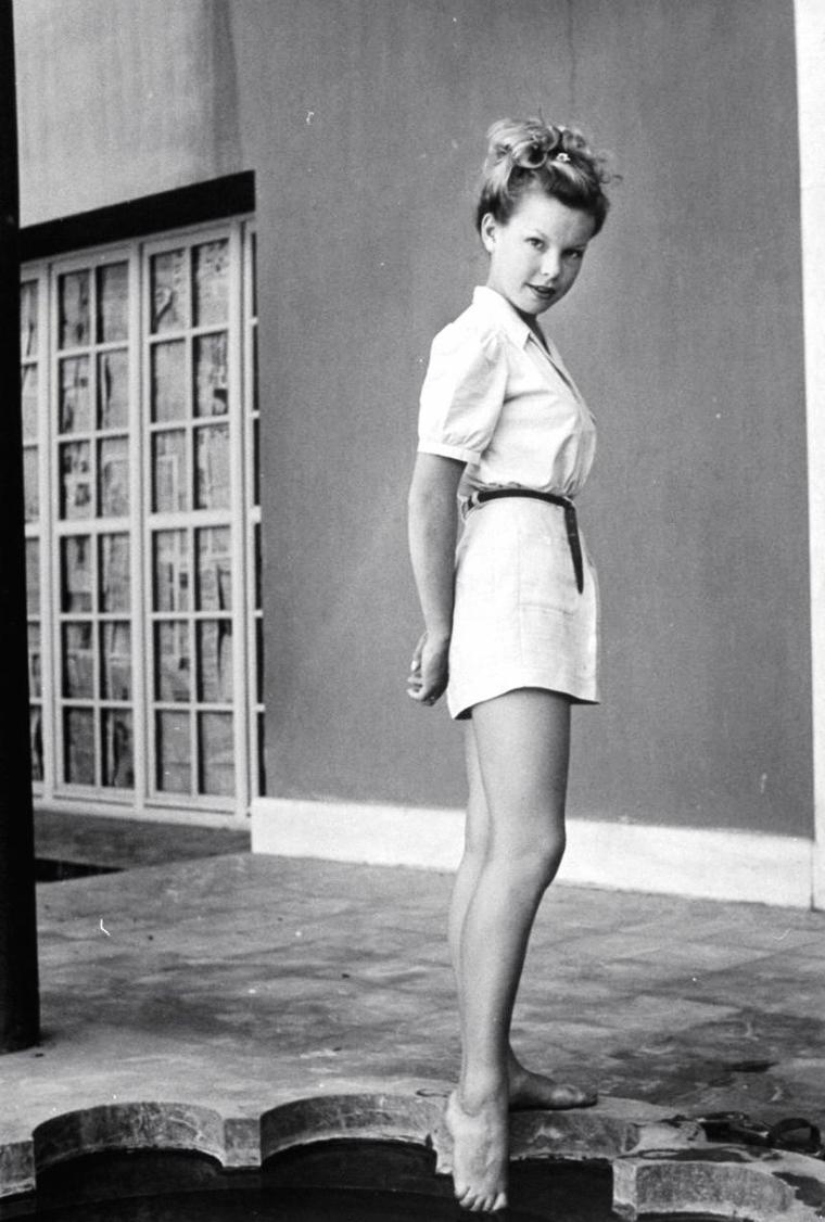 """Tyrone POWER et Cécile AUBRY en 1949 lors du tournage du film """"The black rose"""" (La rose noire) d'Henry HATHAWAY (film sorti en 1950) : Les photos sont signées Dmitri KESSEL."""