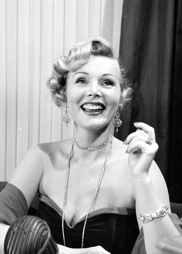 Zsa Zsa GABOR vue par Ed CLARK en Septembre 1951.
