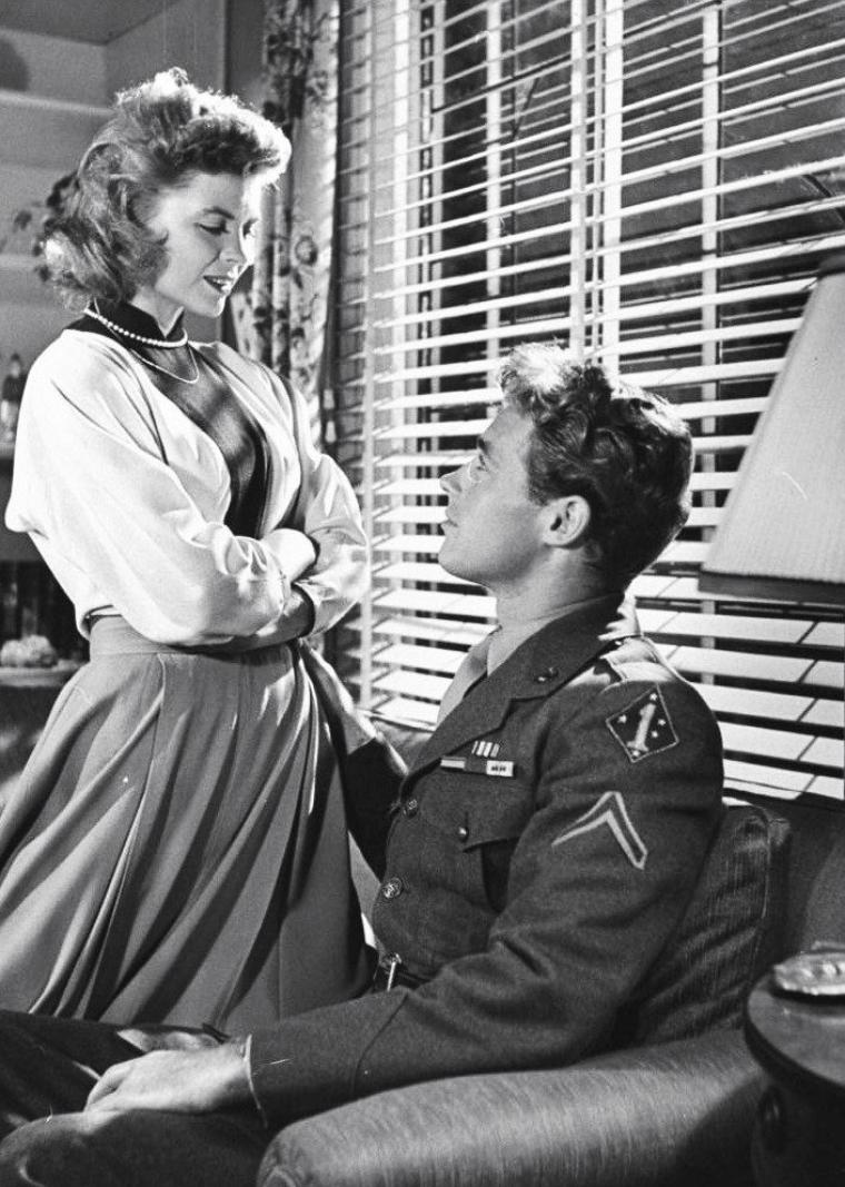 "Dorothy McGUIRE et Guy MADISON lors du tournage du film ""Till the end of time"" (Amoureuse) d'Edward DMYTRYK en Décembre 1945. Photos signées Bob LANDRY."