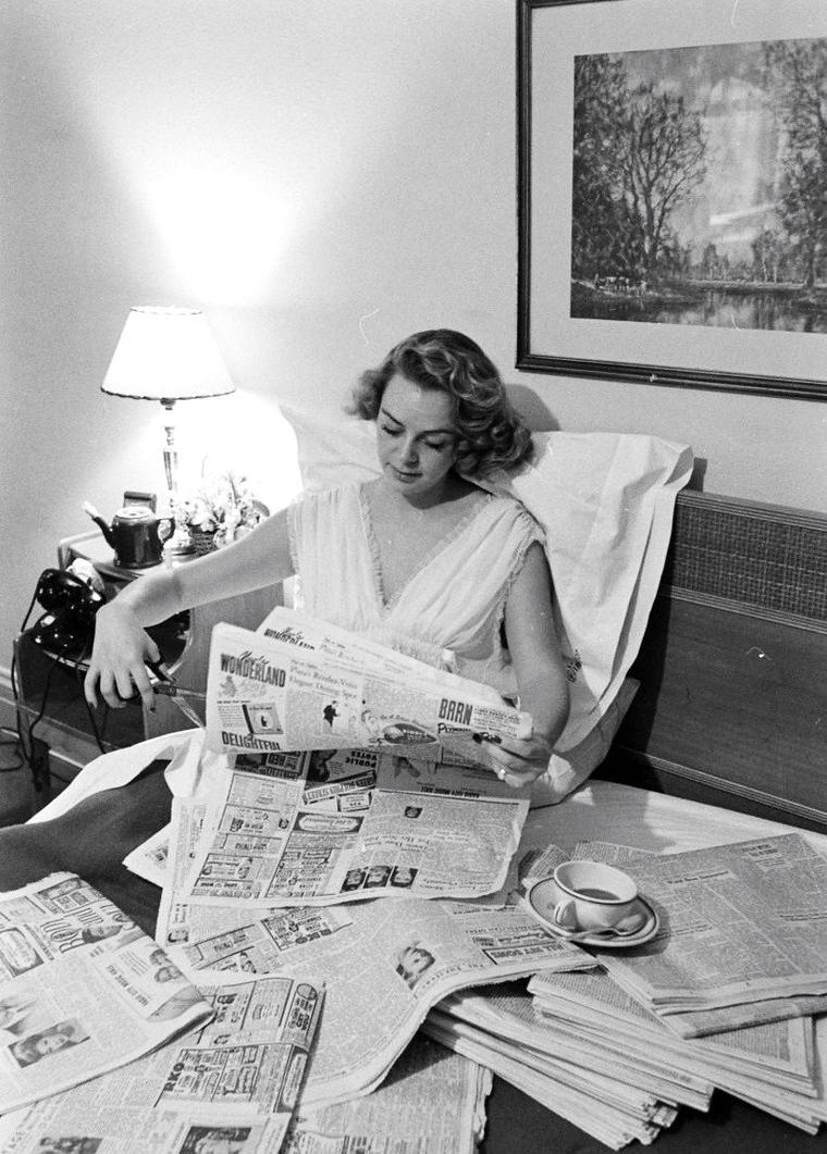 June LOCKHART en Novembre 1947 sous l'objectif de Peter STACKPOLE.