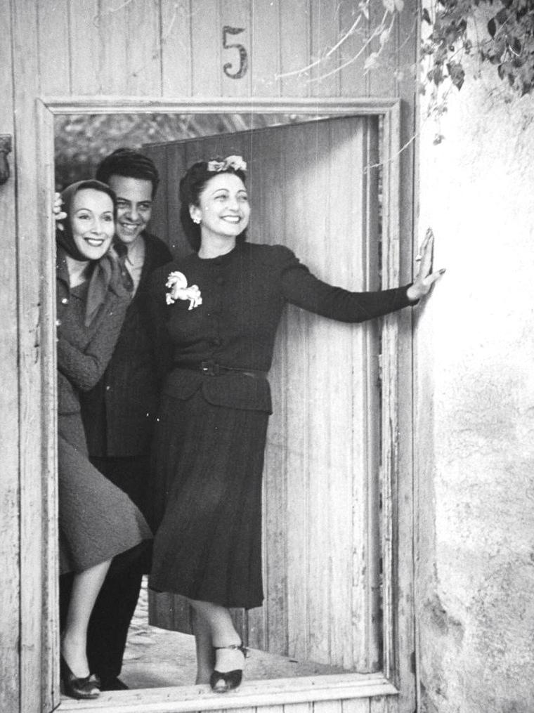 Mexico 1942, Dolores Del RIO accompagnée d'amis est photographiée par Peter STACKPOLE.