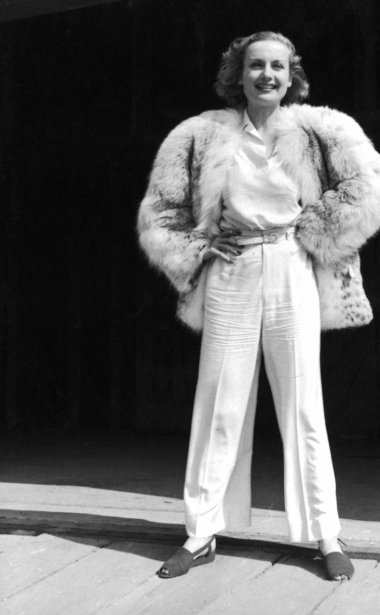 Carole LOMBARD à Santa-Monica le 17 Octobre 1938 sous l'objectif d'Alfred EISENSTAEDT. (dont 1 photo avec James STEWART).