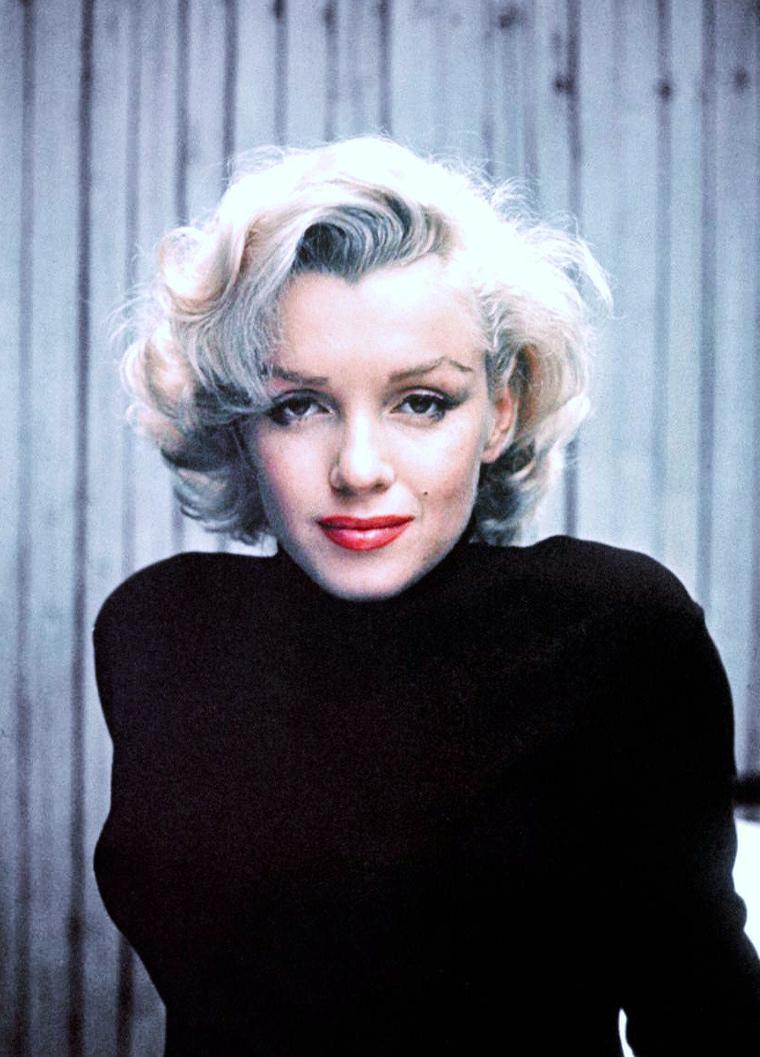 Marilyn MONROE chez elle en Mai 1953 photographiée par Alfred EISENSTAEDT.