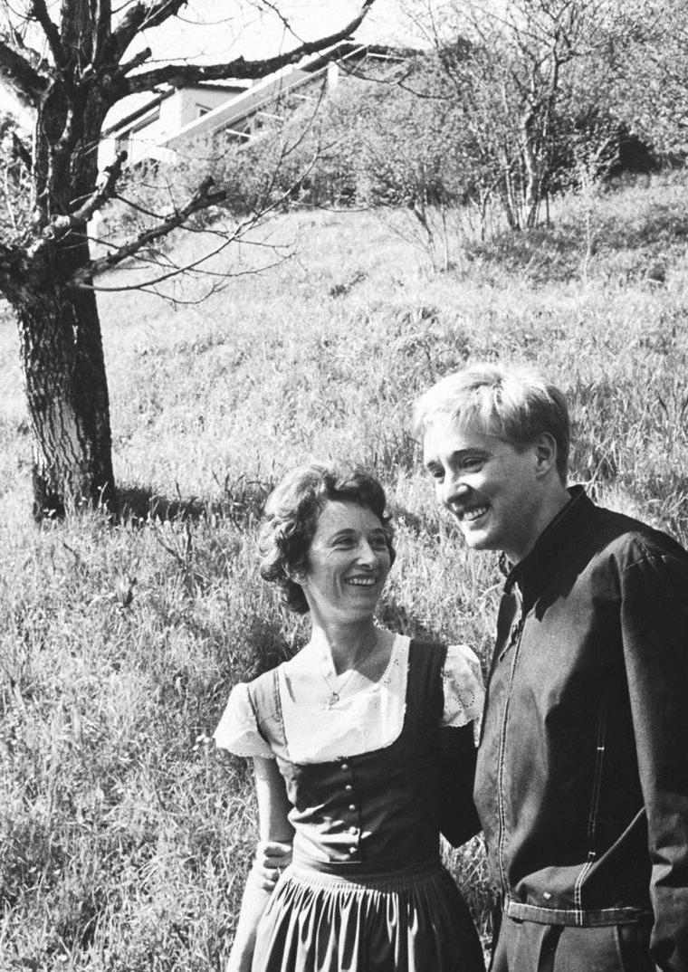 Oskar WERNER en compagnie de sa femme (1ère photo) ou d'Annabella POWER (dernière photo) en 1965 sous l'objectif de Carlo BAVAGNOLI, à Paris.