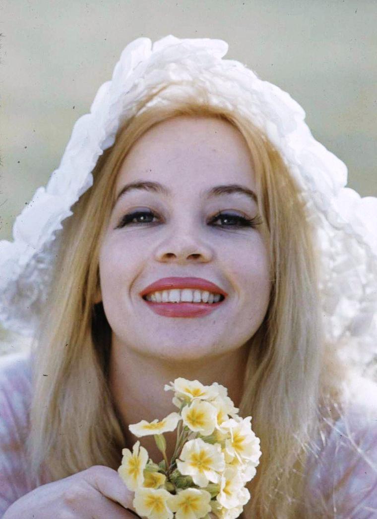 Leslie CARON sous l'objectif de Loomis DEAN.