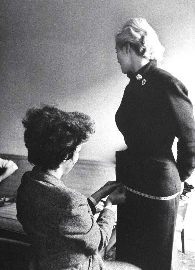 Octobre 1951, Anita EKBERG arrive à New-York en vue d'y débuter une carrière de mannequin, parallèlement à celle d'actrice, sous l'objectif de Lisa LARSEN.