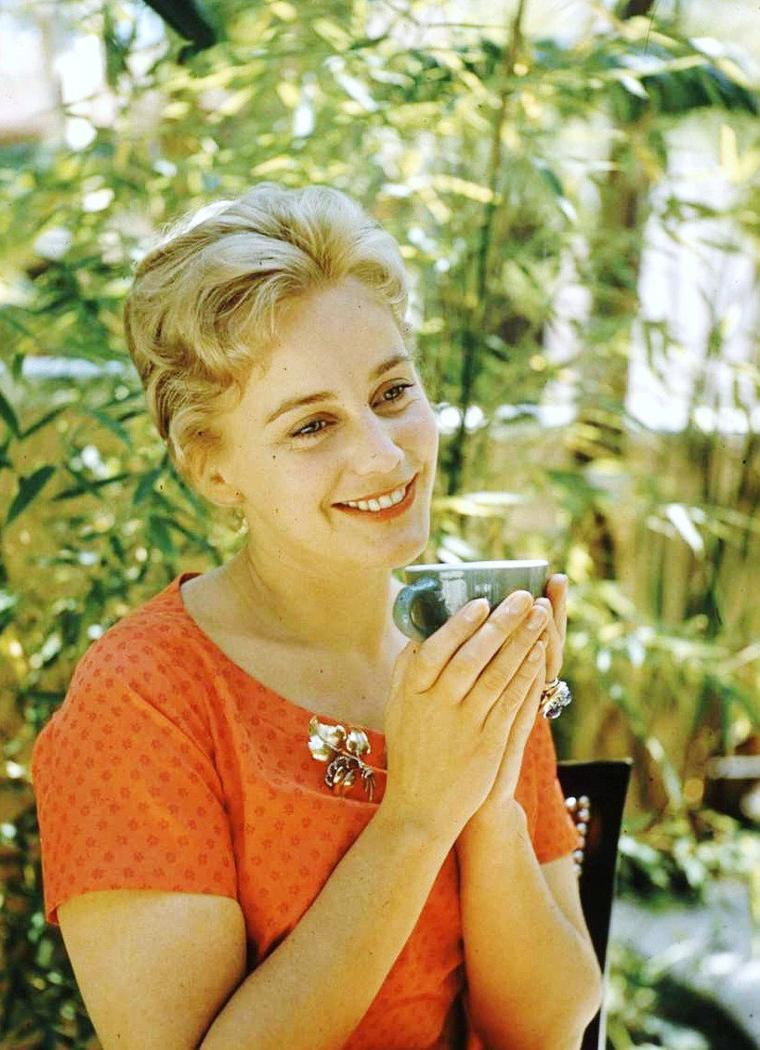 Maria SCHELL en 1957 sous l'objectif de Leonard McCOMBE.