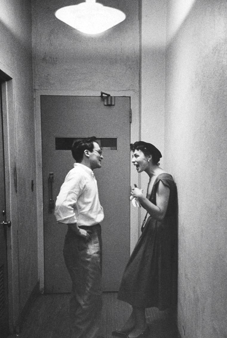 Rita GAM et son mari Sidney LUMET en Septembre 1952 sous l'objectif de Yale JOËL.