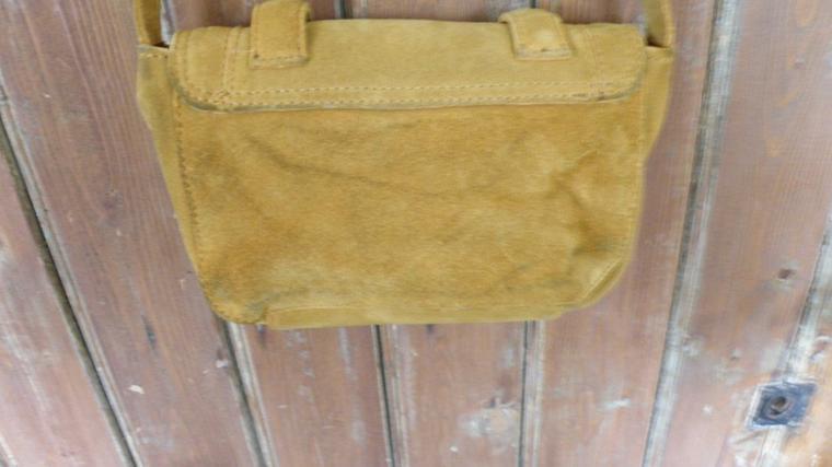 sac zara cuir daim jaune moutarde pochette