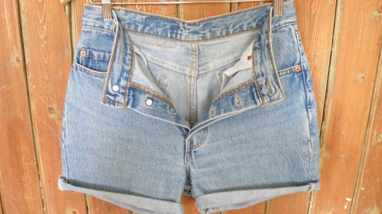 short jean levi's taille 38 vintage