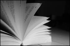 Le livre n'est pas. La lecture le crée, à travers des mots créés, comme le monde est lecture recommencée du monde par l'homme.
