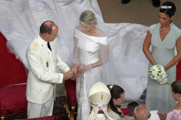 petit   résumé   du mariage princier    en particulier  pour une amie    privée de télé  depuis hier