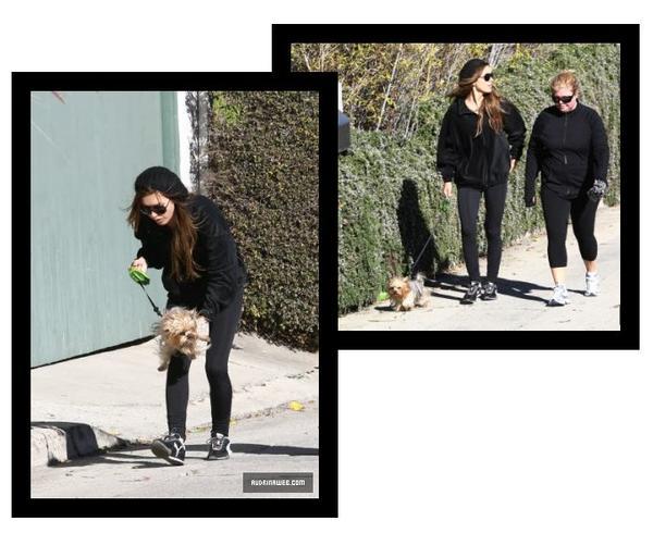 Audrina promène sa chienne avec une amie à L.A, le 10 janvier
