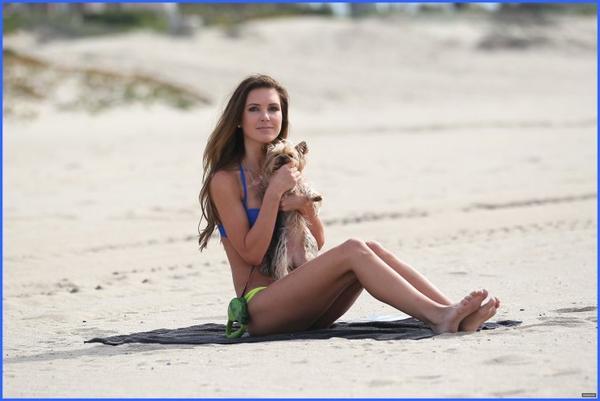 Audrina profite de la plage avec Lady, le 5 février