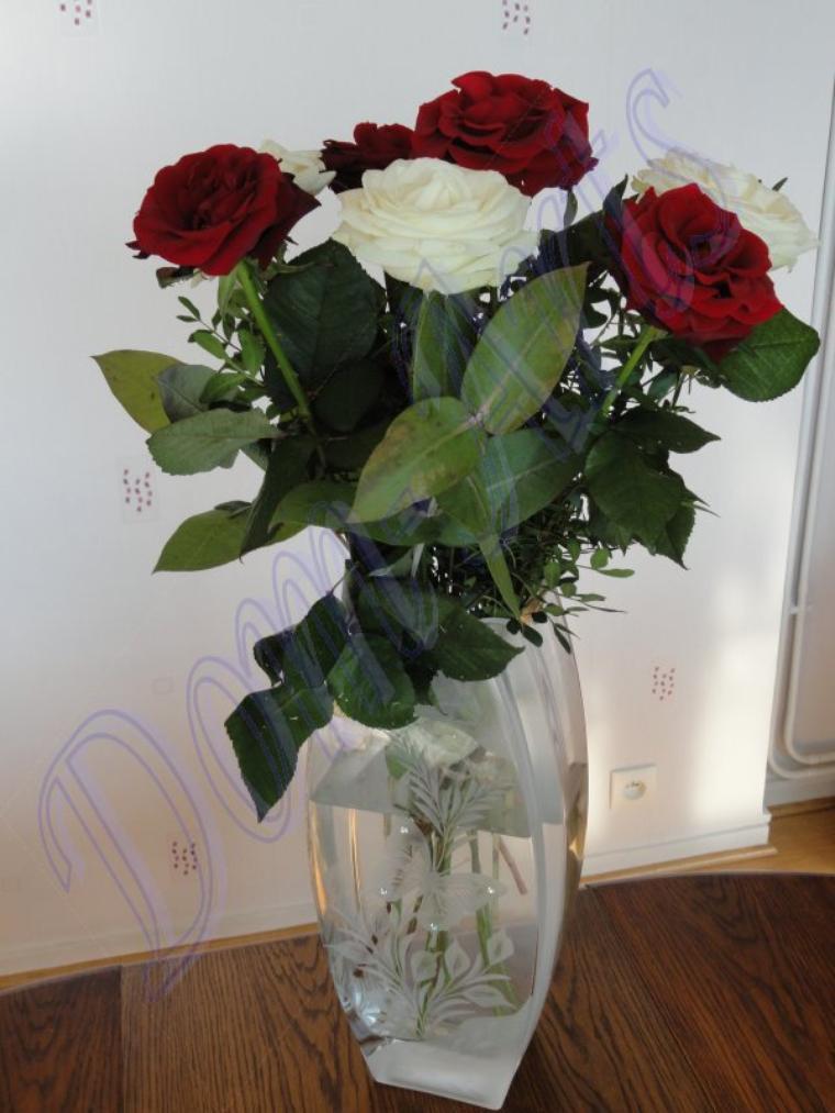 Roses dans un jolie vase en cristal