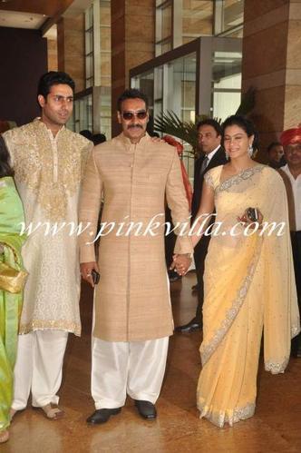 Kajol , Ajay Devgan, Abishek Bachan et Jaya Bachan au mariage de Riteish Deshmukh & Genelia D'Souza , 3rd Feb.