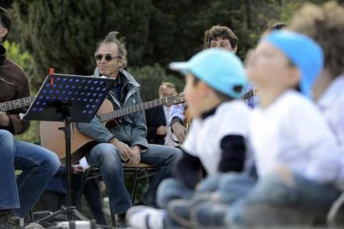 Et pendant ce temps dans le Sud, J.J Goldman a chanté avec des enfants....
