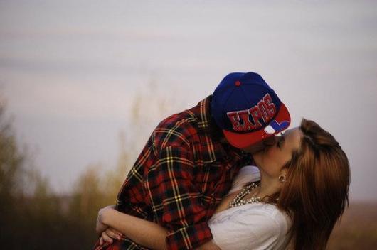Si l'amour est un crime , je veux être ta victime si l'amour est un pêché , puni moi par un baiser