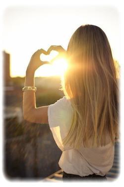 """Une femme insensible est celle qui n'a pas encore vu celui qu'elle doit aimer. """""""