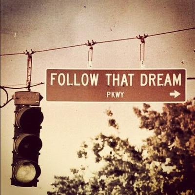 """""""La sagesse, c'est d'avoir des rêves suffisament grands pour ne pas les perdre de vue lorsqu'on les poursuit"""" - Oscar Wilde"""