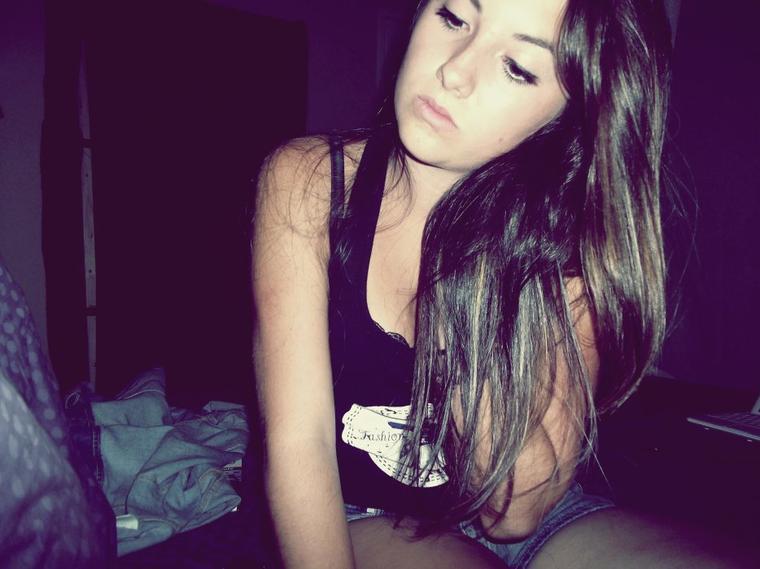 « De tes rêves à mes rêves, de ta bouche à mes lèvres, de la guerre à la trêve, combien d'aller-retour, entre la haine et l'amour ? Tomber amoureux. Te prendre dans mes bras. Te dire que je t'aime par dessus tout. Te dire que personne ne te fera du mal. Etre toujours là pour toi. Te dire qu'il ne faut pas t'en faire. Te dire que la vie est belle, que ce n'est que passager. Te dire que toi & moi c'est infini. Te dire que notre amour n'est pas comme les autres. Te dire que tu es unique. Te dire que tu es magnifique. Te dire que je veillerais toujours sur toi.Te dire que je ne veut aimer que toi. Te dire que personne ne t'aimera autant que moi.»