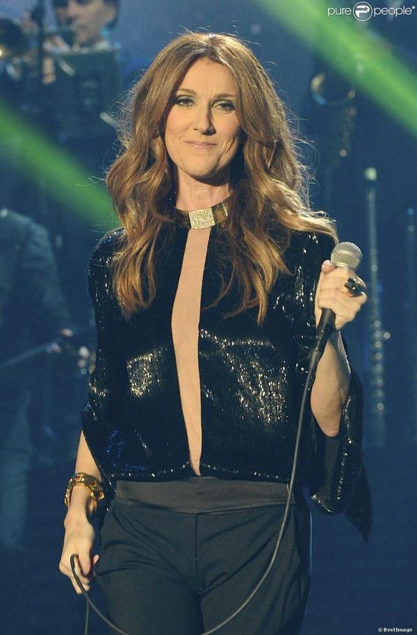 Céline Dion rend hommage sur scène à son père, mort il y a 10 ans !!!