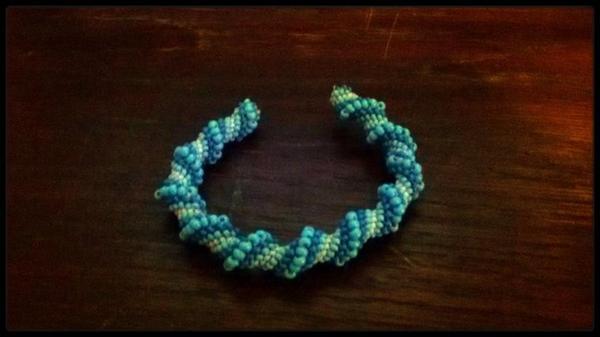 Bracelet spirale bleu