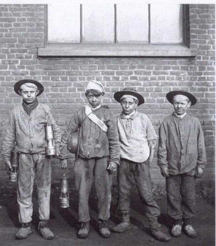 Les enfants à la mine.