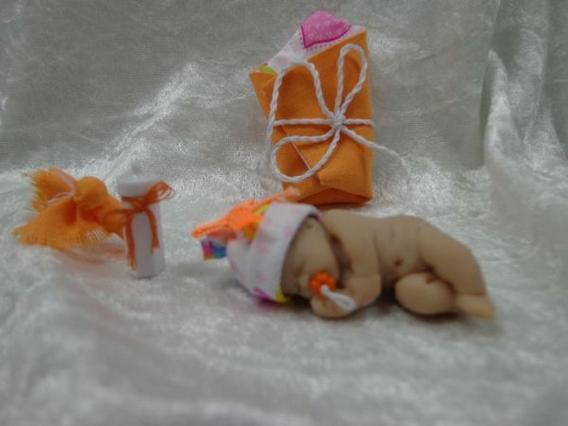 Et la petite ** Lorie ** ....... tout en orange ........