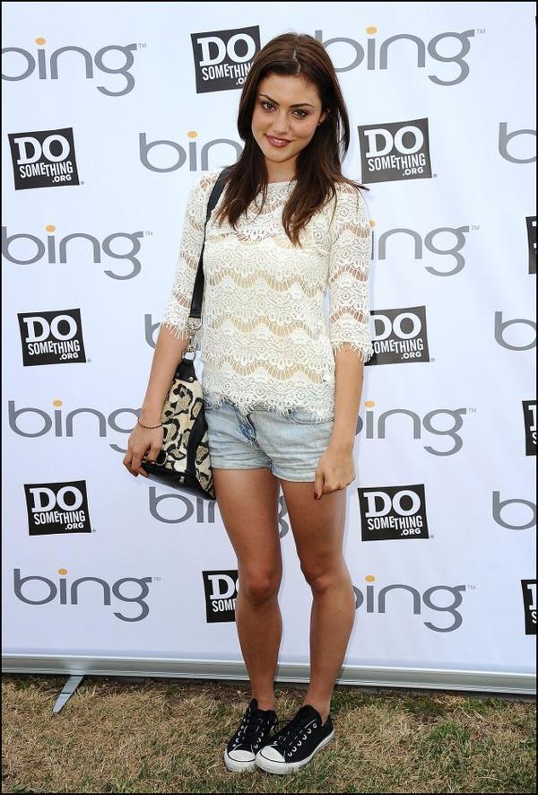 1 Juin 2012: Phoebe était présente au Bing Summer of Doing, avec Teresa Palmer.